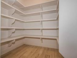 027-Walk_In_Closet-1530779-